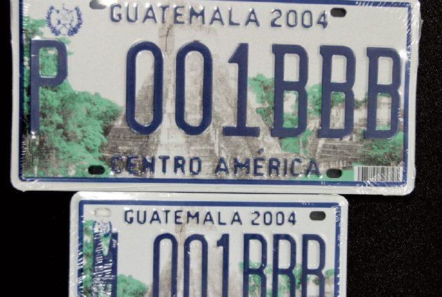 La SAT busca adquirir más placas metálicas para vehículos terrestres. (Foto, Prensa Libre: Hemeroteca PL).