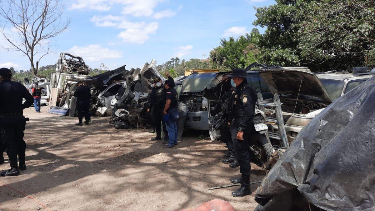 Localizan 12 vehículos robados en predio clandestino de Villa Nueva