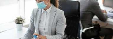 El 80% de los trabajadores ya regresaron a las oficinas, según encuesta de Cacif. (Foto Prensa Libre: Shutterstock)