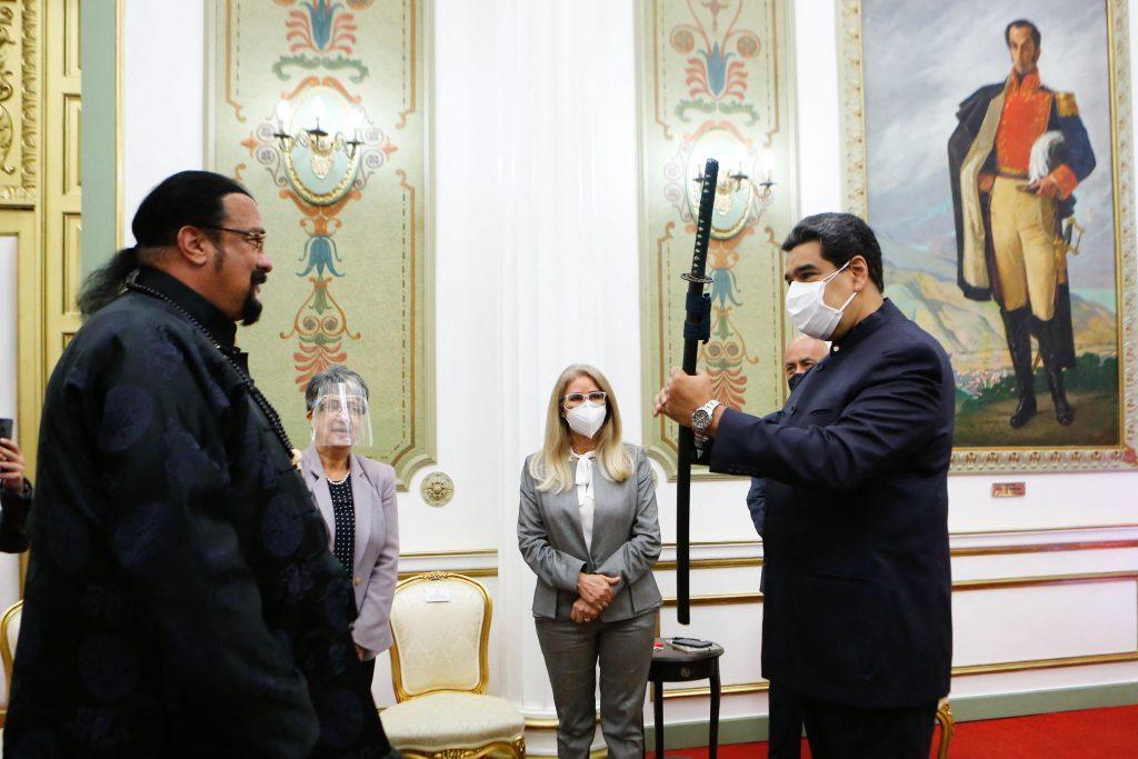 Steven Seagal y Nicolás Maduro