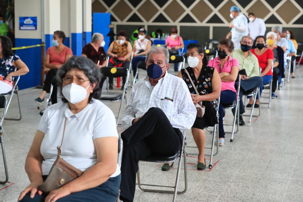 Coronavirus: Tres centros capitalinos de vacunación registran baja afluencia de personas
