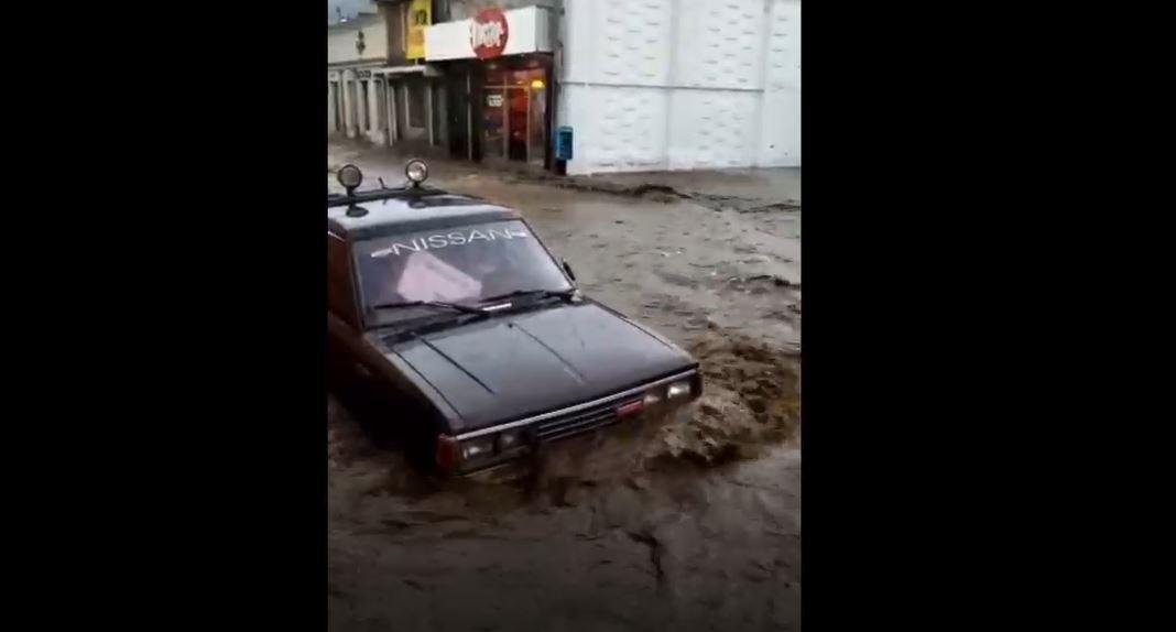 Videos: Fuerte lluvia y granizo azotan varias zonas de Quetzaltenango y causan inundaciones