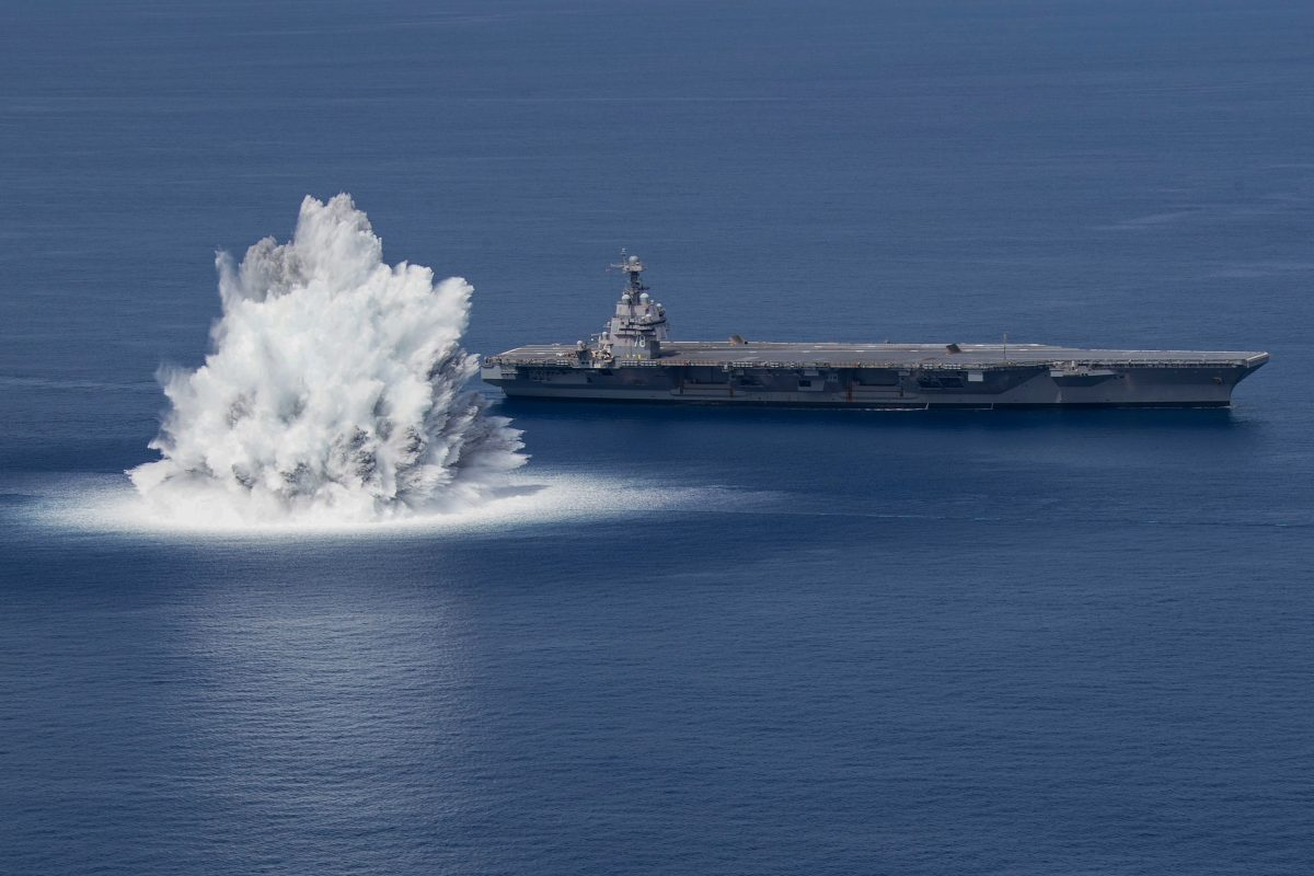 Video: el impresionante momento en el que EE. UU. puso a prueba sus portaaviones con explosiones tan fuertes como un terremoto