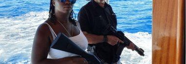 John McAfee posteó hace un par de años esta foto junto a su esposa en Twitter, aparentemente tras salir de Cuba.