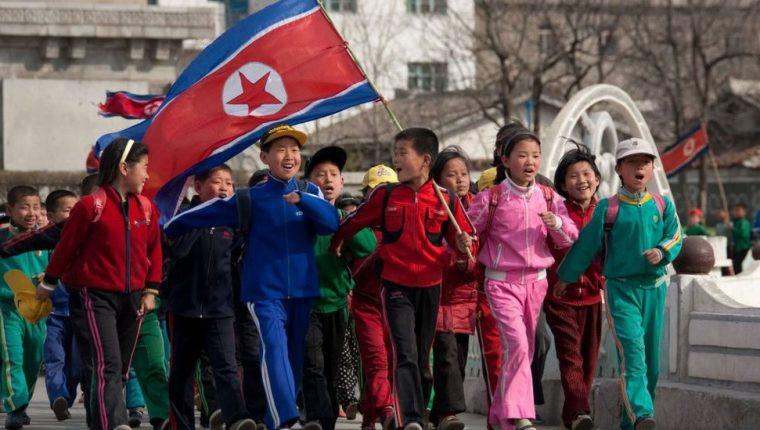 Los medios estatales informan que cientos de niños se están ofreciendo como voluntarios para trabajar para el país.