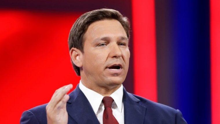 La promulgación de la ley por gobernador republicano de Florida, Ron DeSantis, coincidió con el primer día del Mes del Orgullo.