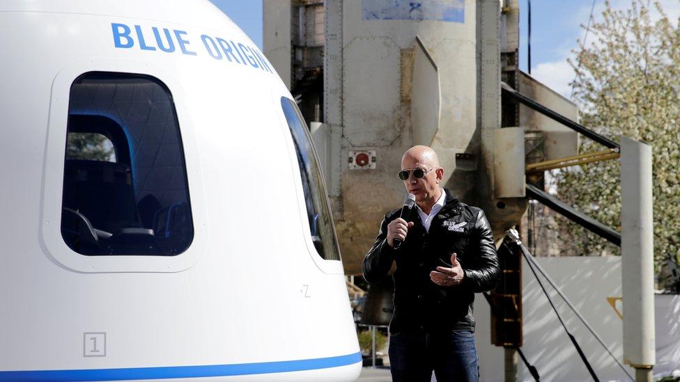 Blue Origin: cómo es el viaje al espacio que el multimillonario Jeff Bezos realizará junto a su hermano