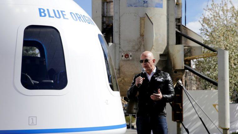Jeff Bezos y su hermano Mark irán a bordo del New Shepard en el primer vuelo tripulado este 20 de julio.