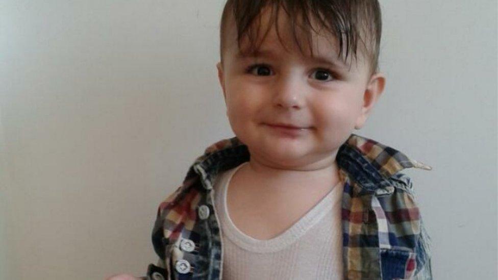 La trágica historia de Artin, el bebé kurdo de 15 meses cuyo cuerpo apareció en las costas de Noruega