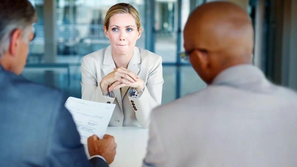 """Cómo la pregunta sobre """"el sueldo"""" en una entrevista de trabajo es clave para acabar con la desigualdad de género"""
