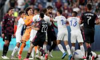 DENVER, COLORADO - JUNE 03: Members of Mexico scuffle with members of Costa Rica in the second half during Game 2 of the Semifinals of the CONCACAF Nations League Finals of at Empower Field At Mile High on June 03, 2021 in Denver, Colorado.   Matthew Stockman/Getty Images/AFP == FOR NEWSPAPERS, INTERNET, TELCOS & TELEVISION USE ONLY ==