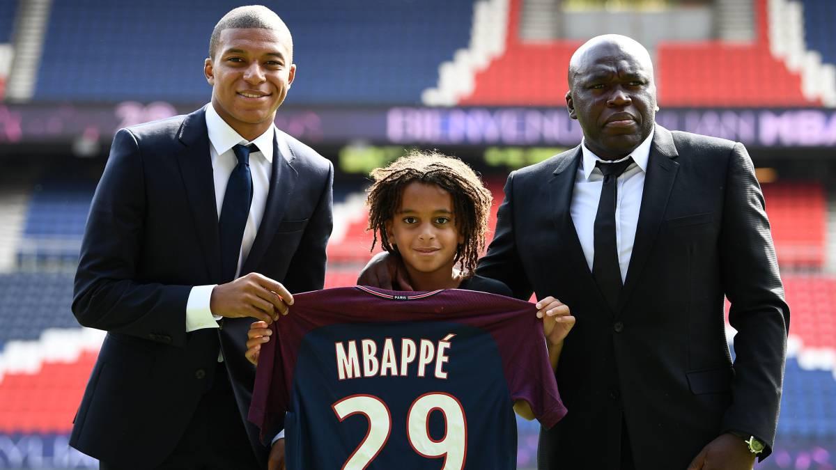 El hermano pequeño de Mbappé firma un contrato con el PSG