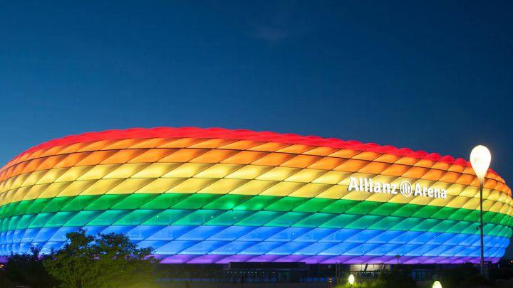 La Uefa prohibió iluminar el estadio Allianz Arena de Múnich, Alemania, con el arcoiris LGBT para el partido Alemania-Hungría en la Eurocopa. Foto Prensa Libre: Twitter Bayern de Múnich.
