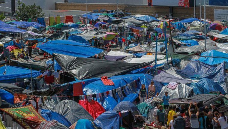 Campamento de migrantes en Tijuana, México. (Foto Prensa Libre: EFE)