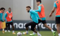 Porto Alegre (Brazil), 07/06/2021.- A handout photo made available by the Brazilian Football Confederation (CBF) that shows the players Neymar (L) and Lucas Paqueta (R) during a training session for the Brazilian team, in the training center of the International club, in Porto Alegre, Brazil, 07 June 2021. (Brasil) EFE/EPA/Lucas Figueiredo HANDOUT HANDOUT EDITORIAL USE ONLY/NO SALES