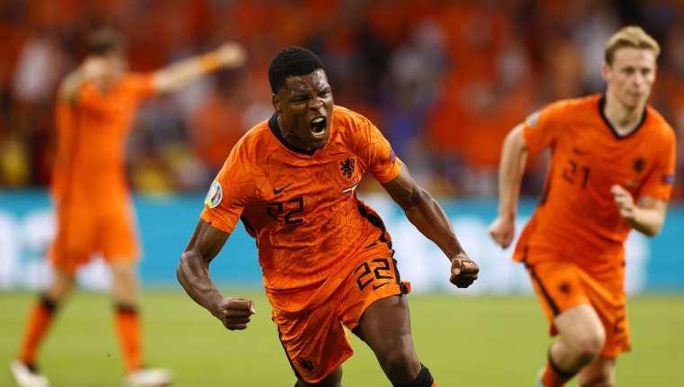 Denzel Dumfries celebra el gol de la victoria de Holanda frente a Ucrania. (Foto Prensa Libre: AFP)