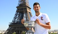 Paris (France), 14/06/2021.- Serbia's Novak Djokovic poses with the trophy in front of the Eiffel tower in Paris, France, 14 June 2021, during a photocall one day after winning the Roland Garros 2021 French Open tennis tournament. (Tenis, Abierto, Francia) EFE/EPA/CHRISTOPHE ARCHAMBAULT / POOL MAXPPP OUT