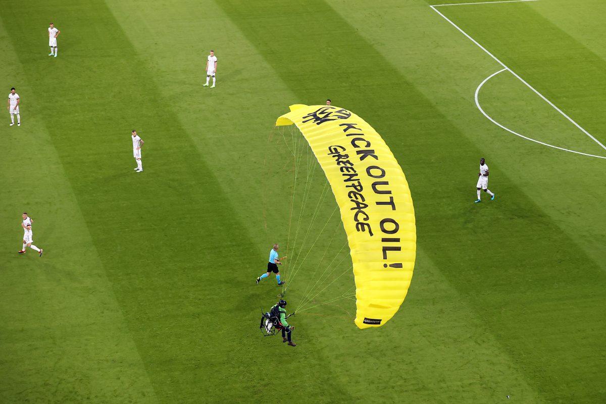 Activista de Greenpeace que sobrevoló antes del juego Francia-Alemania pudo haber sido abatido, según autoridades