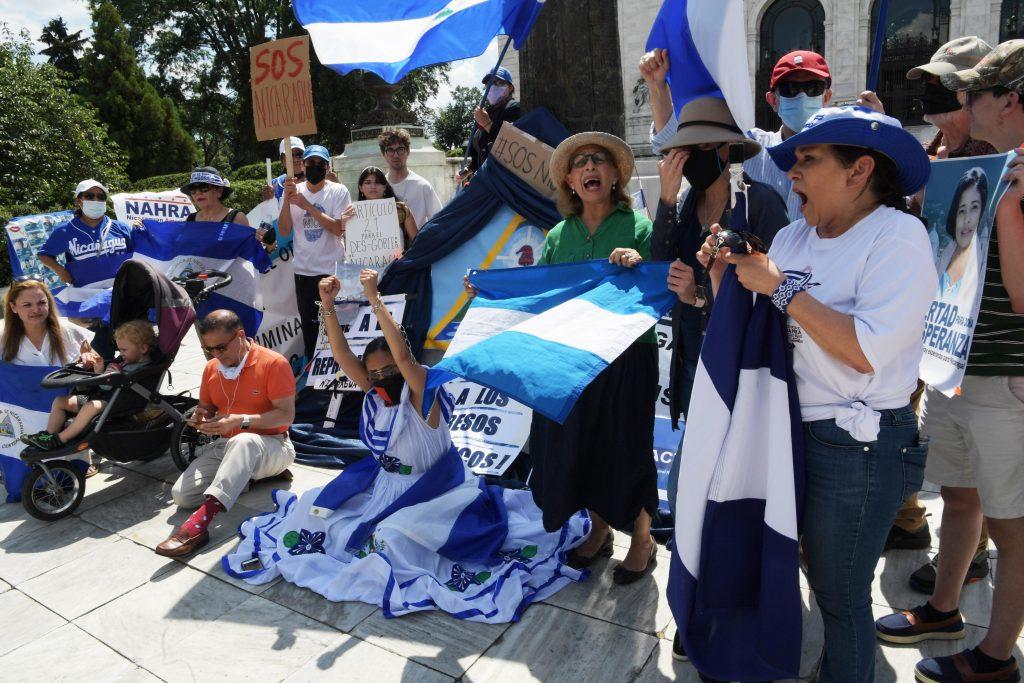 Nicaragua desoye a la OEA y continúa con ola de arrestos, incluido un banquero