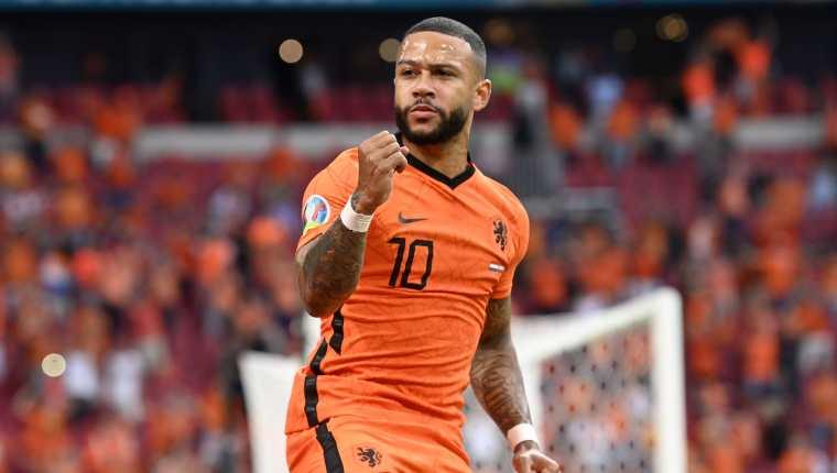 El jugador de Holanda, Memphis Depay, anotó de penal ante Austria. A final ganaron 2-0. Foto Prensa Libre: EFE