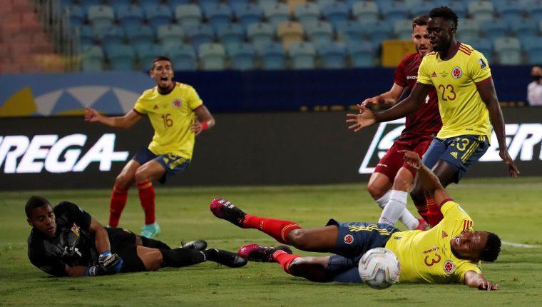 El portero Faríñez fue determinante en el empate de Venezuela contra Colombia. (Foto Prensa Libre: EFE).