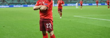 Xherdan Shaqiri de Suiza celebra celebra uno de los dos goles que le marcó a Turquía. Foto Prensa Libre: EFE.