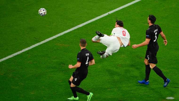 Adam Szalai de Hungría abrió el marcador ante Alemania. Al final empataron 2-2. Foto Prensa Libre: EFE.