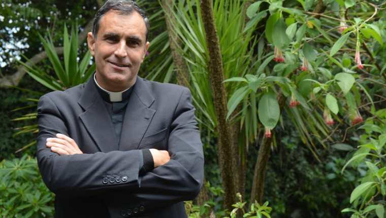 El padre Ignacio Doñoro fundó el Hogar Nazaret.  Su misión es restituir los derechos que han sido vulnerados  a la niñez en condiciones de pobreza. (Foto Prensa Libre: Facebook Hogar Nazaret)