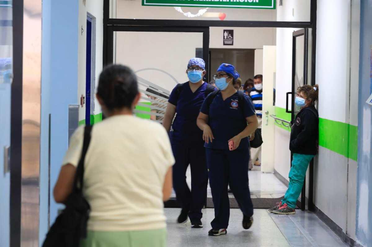 Se incrementan los casos de niños con covid-19 en los hospitales Roosevelt y San Juan de Dios