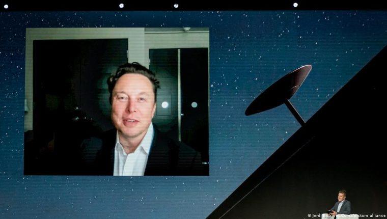 El fundador de Tesla y SpaceX, Elon Musk, habla durante una videoconferencia en el segundo día del Mobile World Congress (MWC 2021).