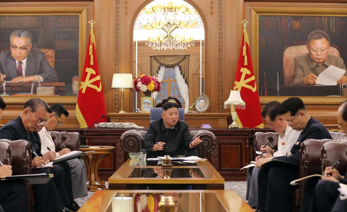 """Kim Jong-un arremete contra el K-pop, lo llama un """"cáncer vicioso"""" y amenaza con ejecuciones"""