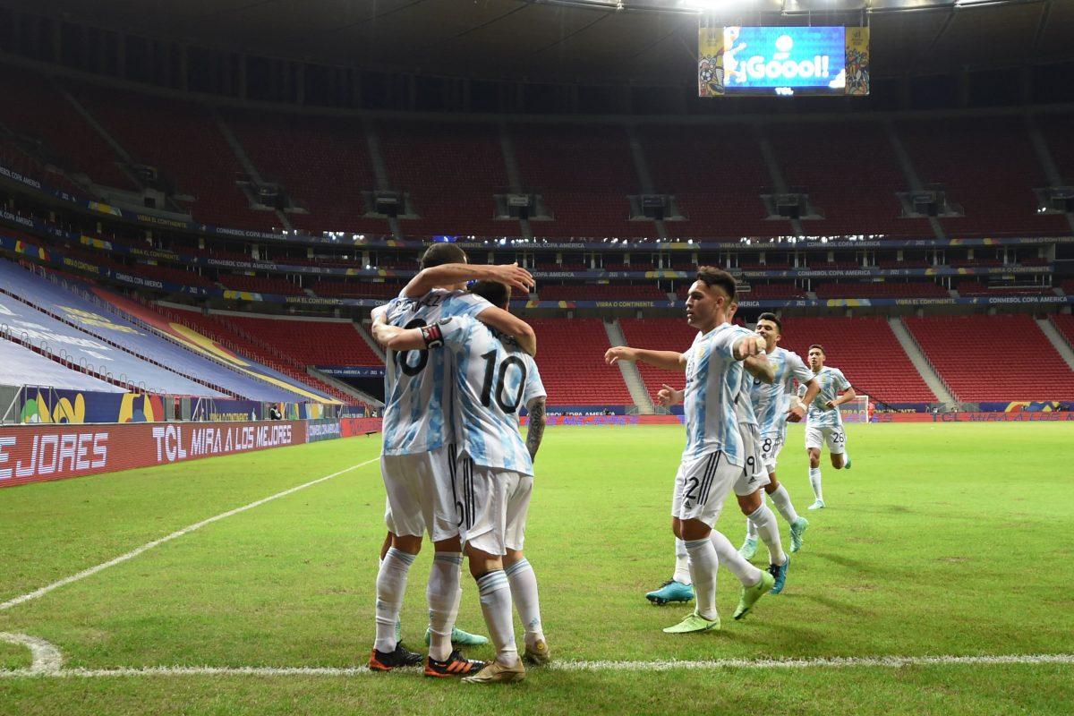 Con gol de Guido Rodríguez Argentina vence a Uruguay y lidera el Grupo A