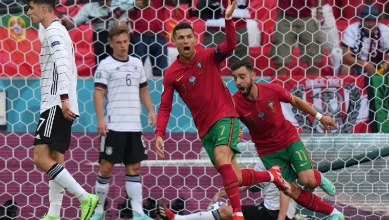 Cristiano Ronaldo le marcó por primera vez a Alemania con su selección, pero eso sí, el combinado luso no ha podido vencer a los alemanes en 21 años. Foto Prensa Libre: AFP.