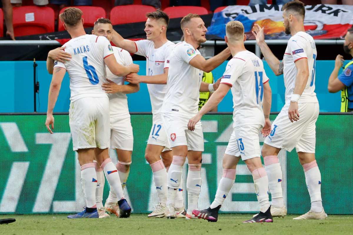 República Checa sorprende a Países Bajos y pasa a cuartos de la Eurocopa