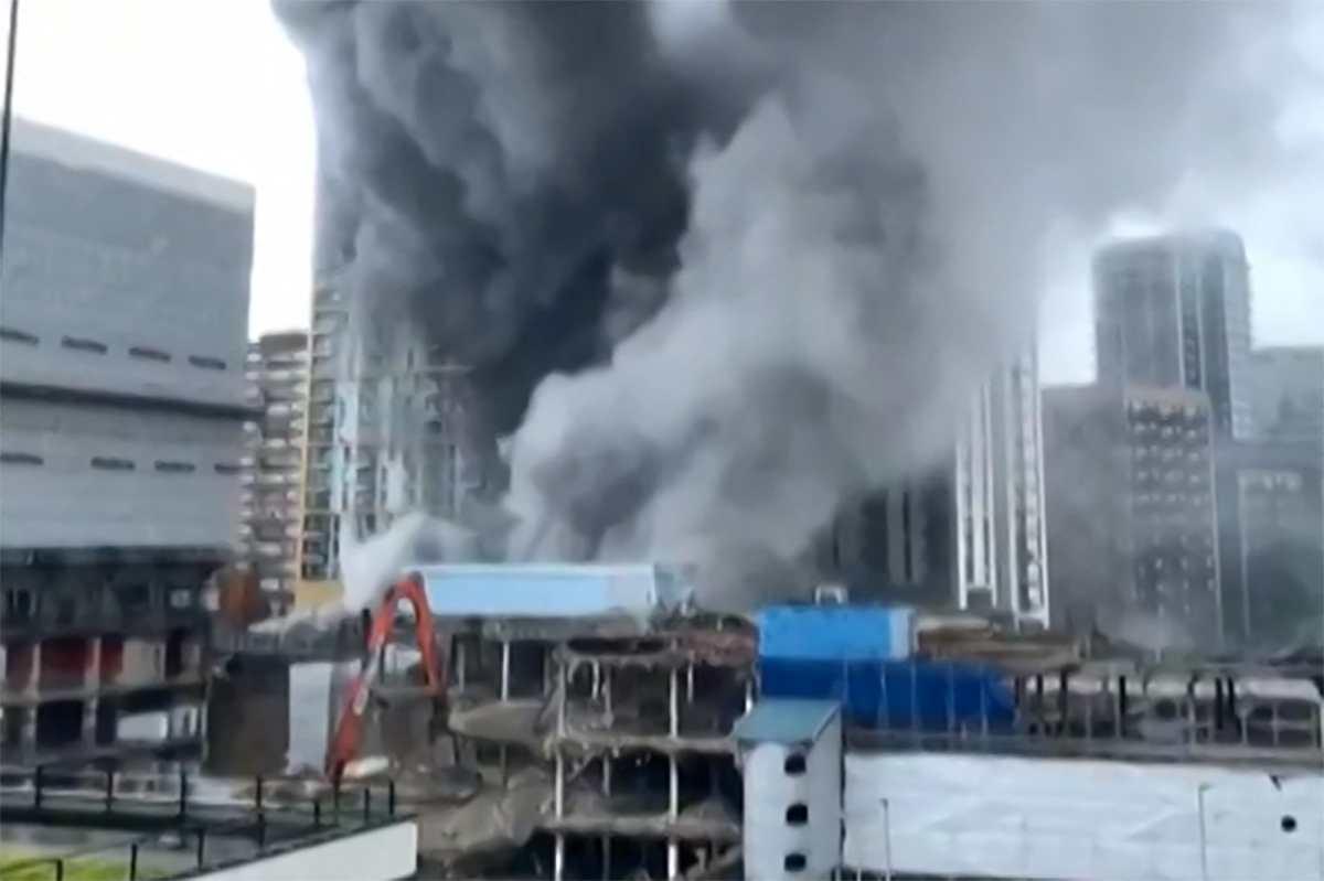 Videos: Así fue el espectacular incendio en el centro de Londres