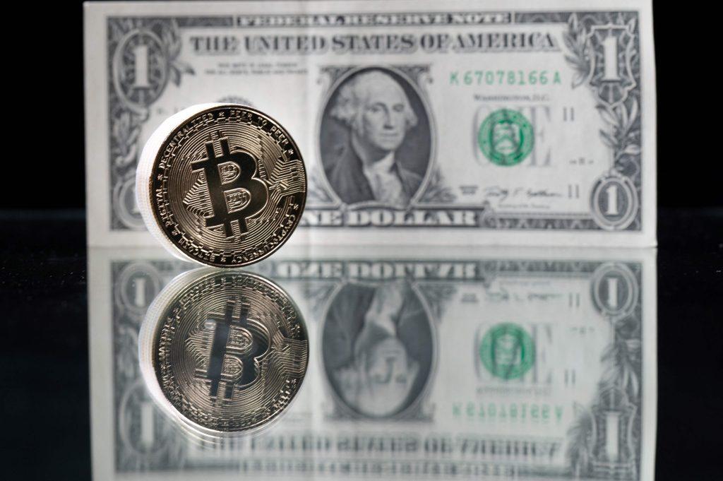 Por qué Bukele dice que es más barato operar con bitcóin que con dólares en El Salvador