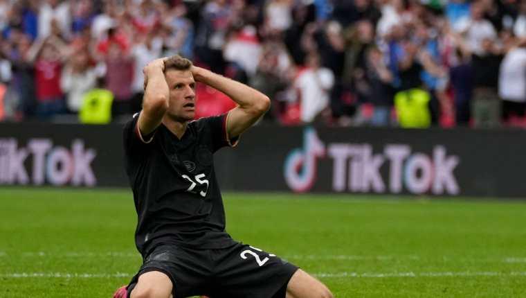 Thomas Müeller se lamento después de haber fallado una oportunidad clara para empatar el juego en el minuto 80. Foto Prensa Libre: AFP.