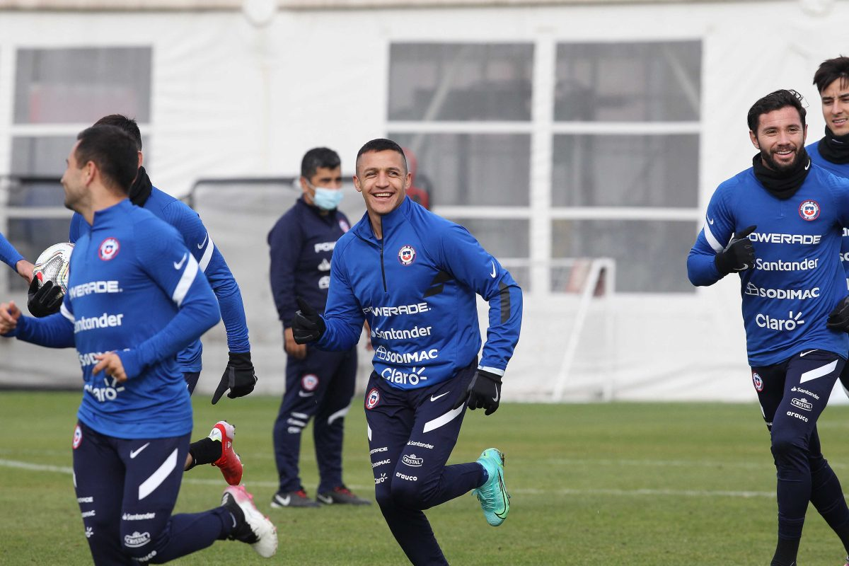 Alexis Sánchez viaja con selección de Chile para enfrentar a la de Brasil