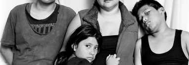 América Yanira López, de 35 años, y sus hijos Miguel. 12, Philipe, 10, y Adriana, 7, en un albergue católico para migrantes en Reynosa, México, el 4 de mayo de 2021.  (Foto Prensa Libre: Adam Ferguson/The New York Times)