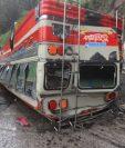 Bus accidentado en Mixco. (Foto Prensa Libre: Byron García)