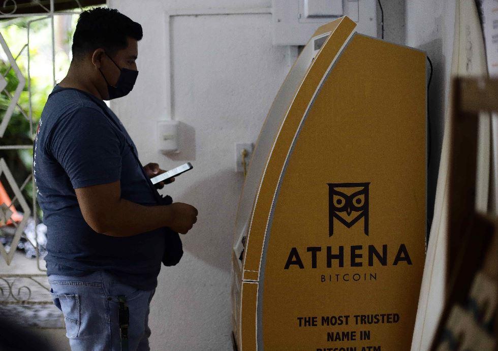 La Asamblea de El Salvador legisló para utilizar el bitcóin como moneda virtual. (Foto Prensa Libre: EFE)