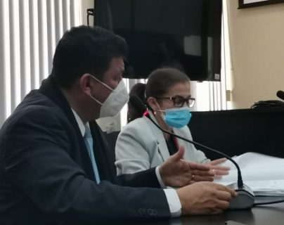 Exdiputado Estuardo Galdámez se queja de dolor de pecho y logra suspensión de audiencia