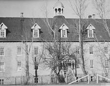 Foto: imagen de archivo del internado de Marieval donde se han hallado cientos de tumbas, publicada en St. Boniface Historical Society Archives.