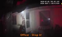El joven de 17 años, armado con un machete, se muestra violento a la hora de confrontar al oficial de policía. (Foto Prensa Libre: Jacksonville Sherrif´s Office/YouTube)