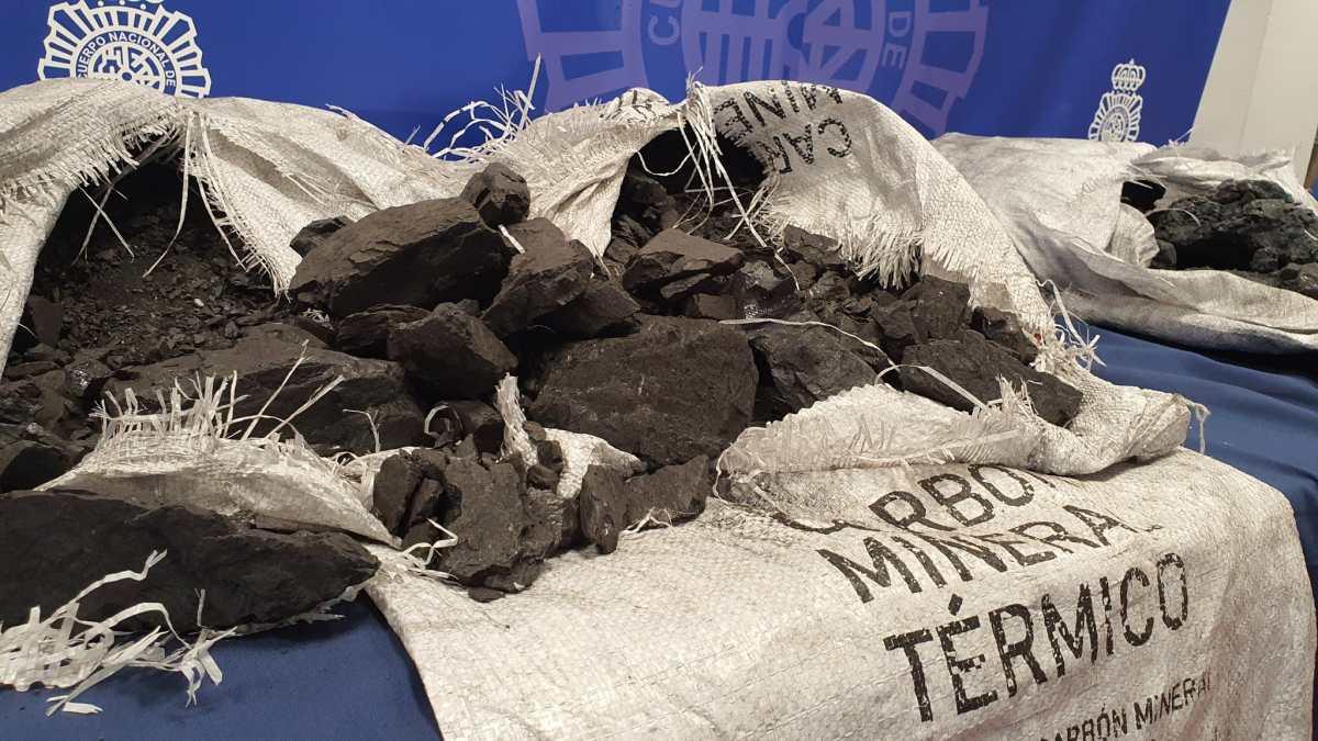 """Cocaína """"camuflada"""": el sofisticado método con el que narcotraficantes ocultaban 862 kilos de droga (y cómo fueron descubiertos)"""