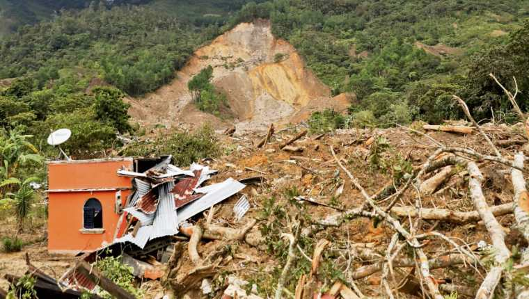 Quejá fue arrasada por el desprendimiento de un cerro saturado de lluvia en noviembre del 2020, durante la tormenta Eta. (Foto Prensa Libre: Hemeroteca PL)