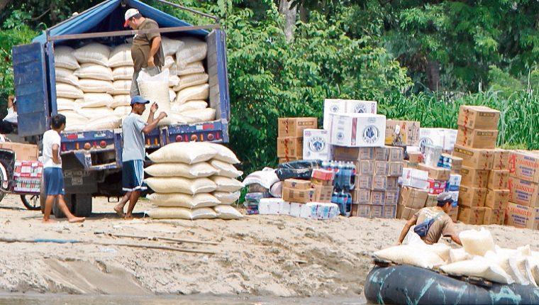 El contrabando de abarrotes y otros productos alimenticios se incrementa en octubre, noviembre y diciembre. (Foto Prensa Libre: Hemeroteca)