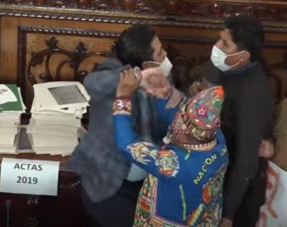 Video: diputados bolivianos se enfrentan a golpes durante asamblea