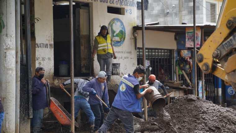 En varias zonas del municipio de Villa Nueva quedó material que fue arrastrado por las fuertes lluvias del sábado 19 de junio. (Foto Prensa Libre: Cortesía)