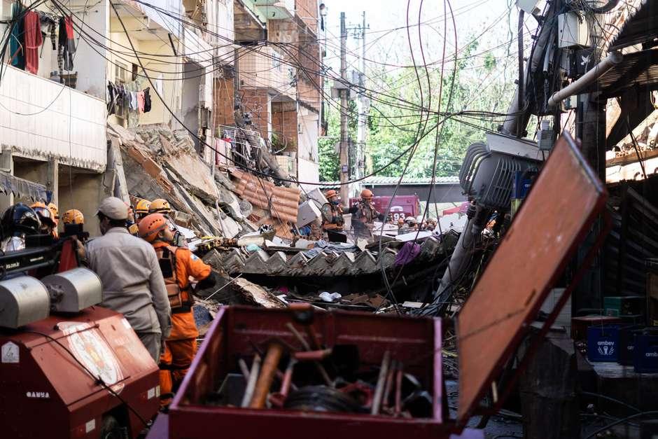 Las impresionantes imágenes del desplome de un edificio de cuatro pisos en Brasil, donde murieron varias personas